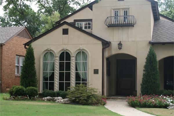 188-1005: Home Exterior Photograph