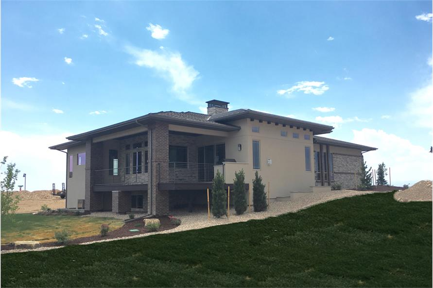 194-1000: Home Exterior Photograph-Rear View