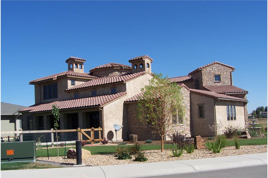 194-1012: Home Exterior Photograph