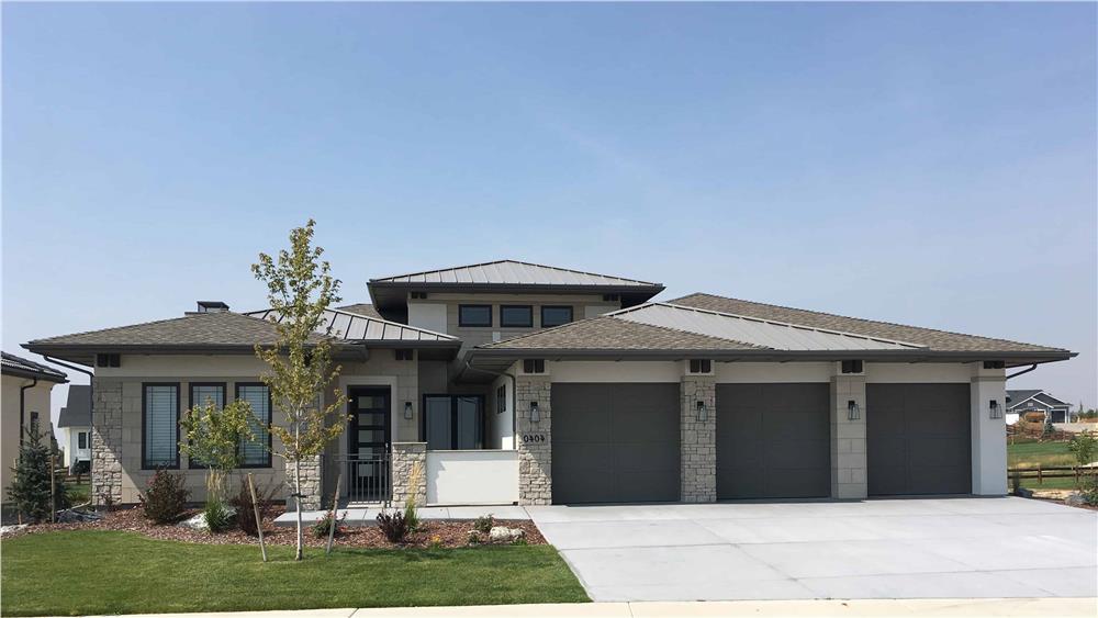 Prairie style home (ThePlanCollection: Plan #194-1014)
