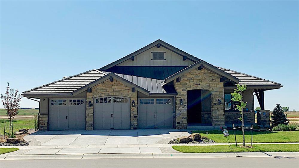 Ranch home plan (ThePlanCollection: Plan #194-1017)
