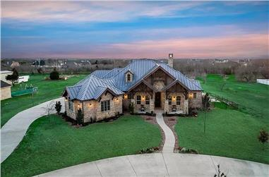 4-Bedroom, 3065 Sq Ft Rustic Hill Country Lodge House - Plan #195-1265 - Front Exterior