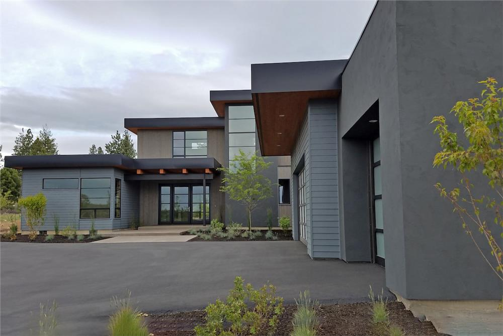 Modern style home (ThePlanCollection: Plan #202-1015)