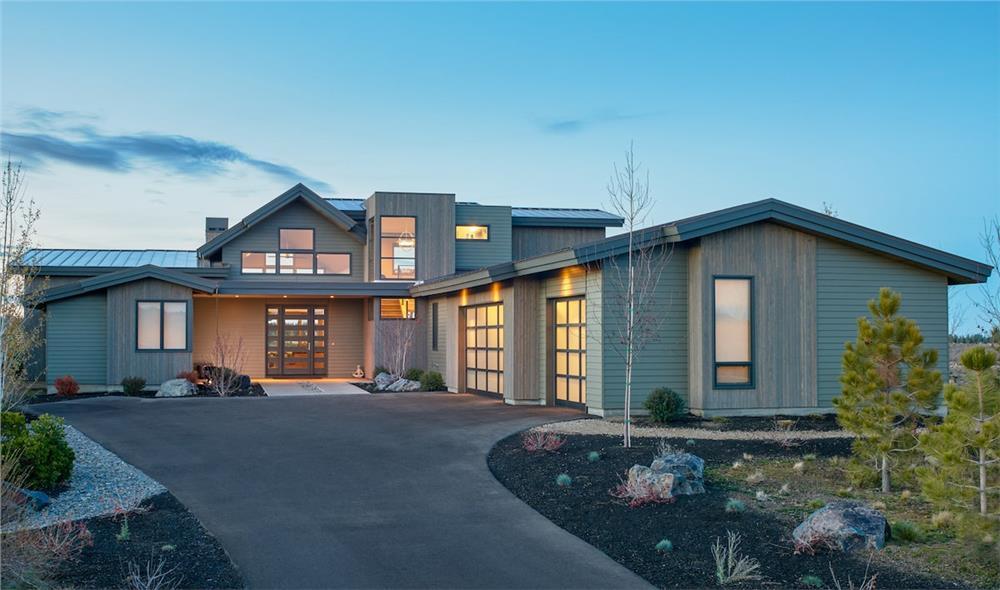 Contemporary home (ThePlanCollection: Plan #202-1019)