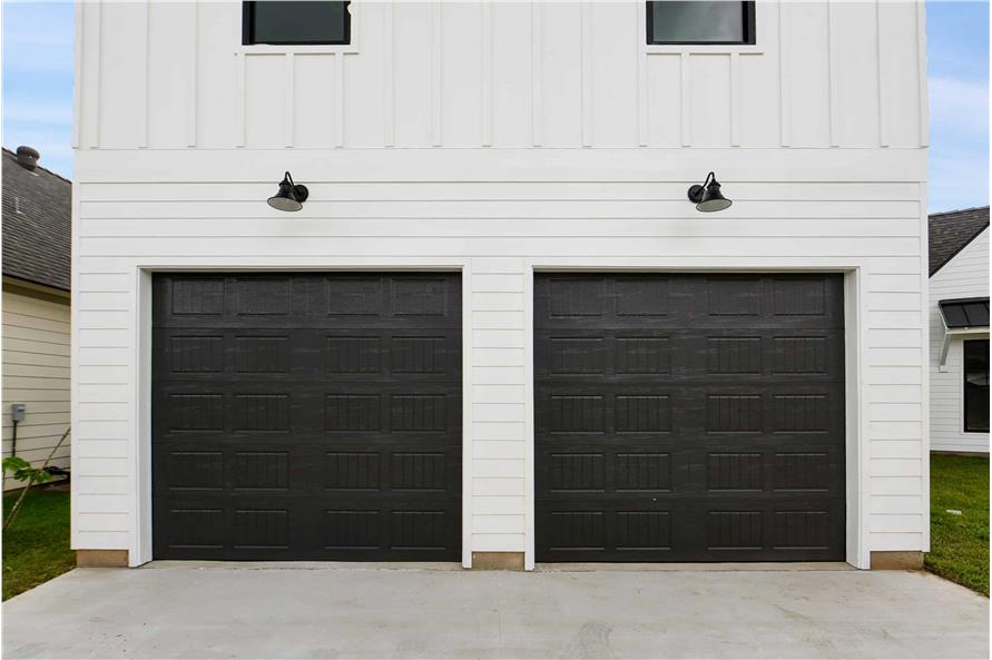 204-1009: Home Exterior Photograph-Garage