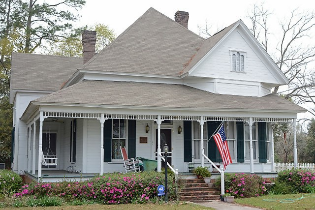 William G. Harrison House, historic 1-story Queen Anne Cottage in Nashville, Georgia
