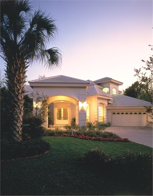 Florida style homes blend elegance contemporary chic and for Florida mediterranean style homes