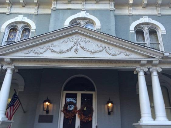 Close-up of Pettingill-Morron mansion in Peoria