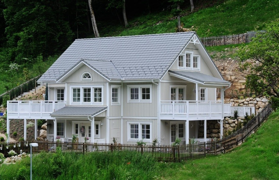2-story home on a secluded hilly site