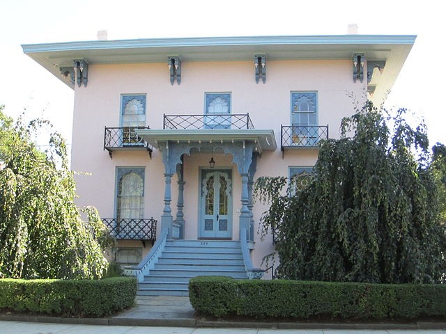 Basic Italianate house in New Haven, CT, with elaborate detailing