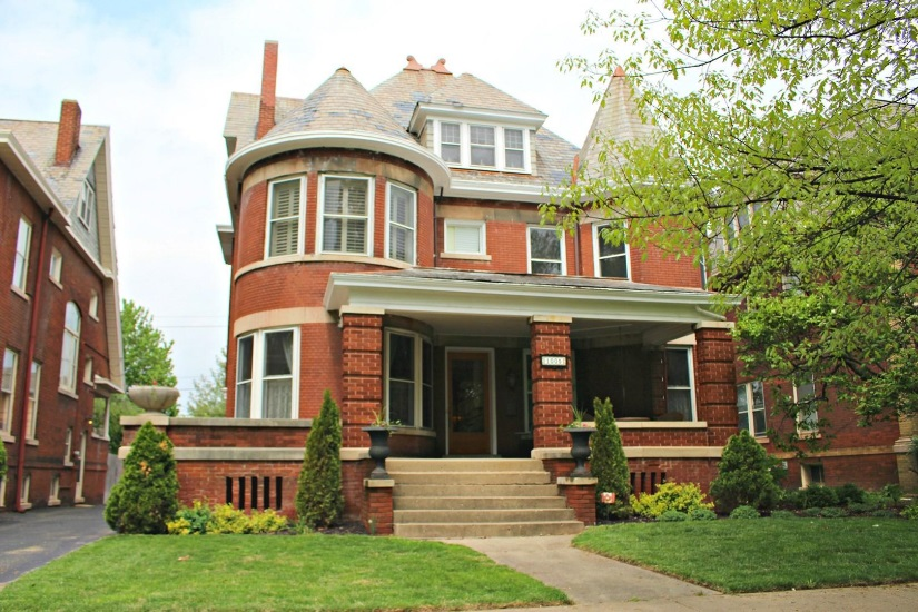 Victorian style home on Moss Ave. in Peoria, IL
