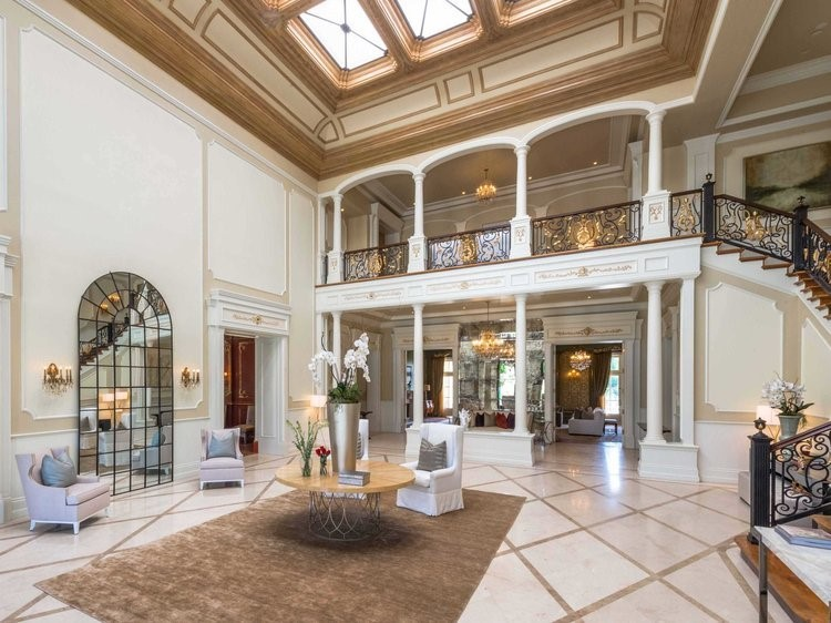 French-inspired décor in foyer