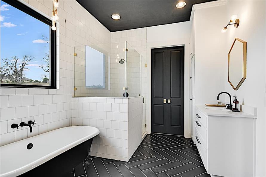 Master bathroom with black and white color scheme decor