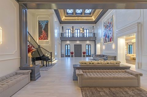 Foyer with contemporary look
