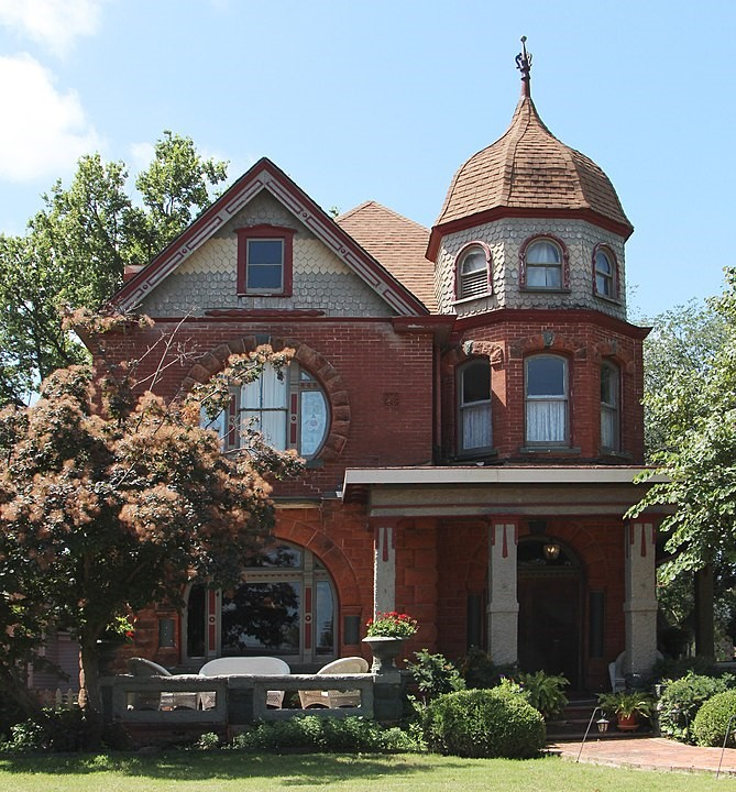 Attractive brick and stone Victorian style home in Guthrie, Oklahoma