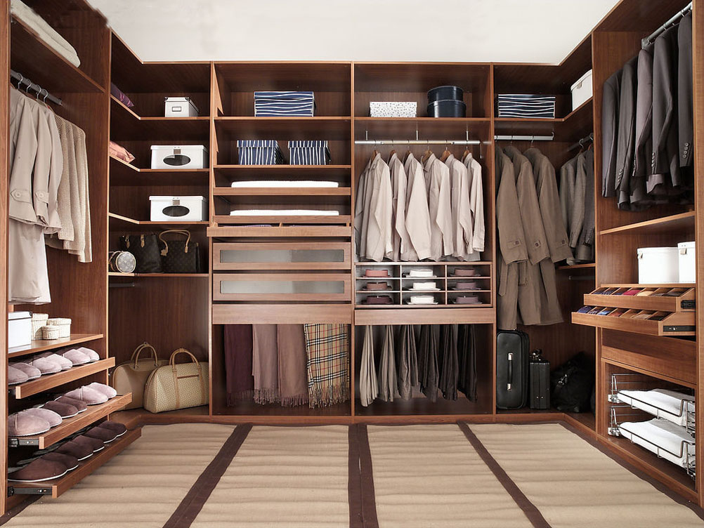 Example of well-organized master suite walk-in closet
