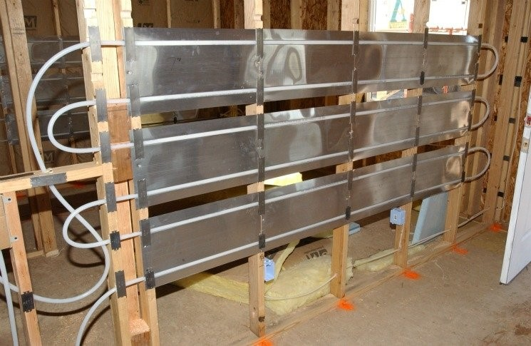 In-wall radiant heat panel