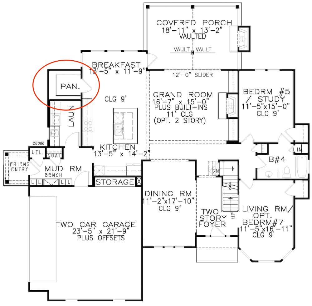 Main level layout of plan #198-1134 showing walk-in kitchen pantry