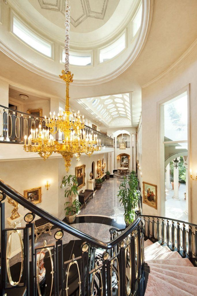 Show-stopping foyer with valuable paintings on the wall