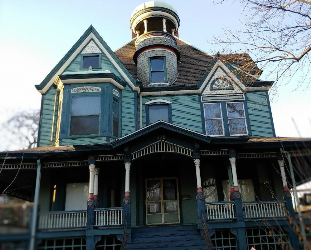 Queen Anne Revival style home in an Illinois historic district
