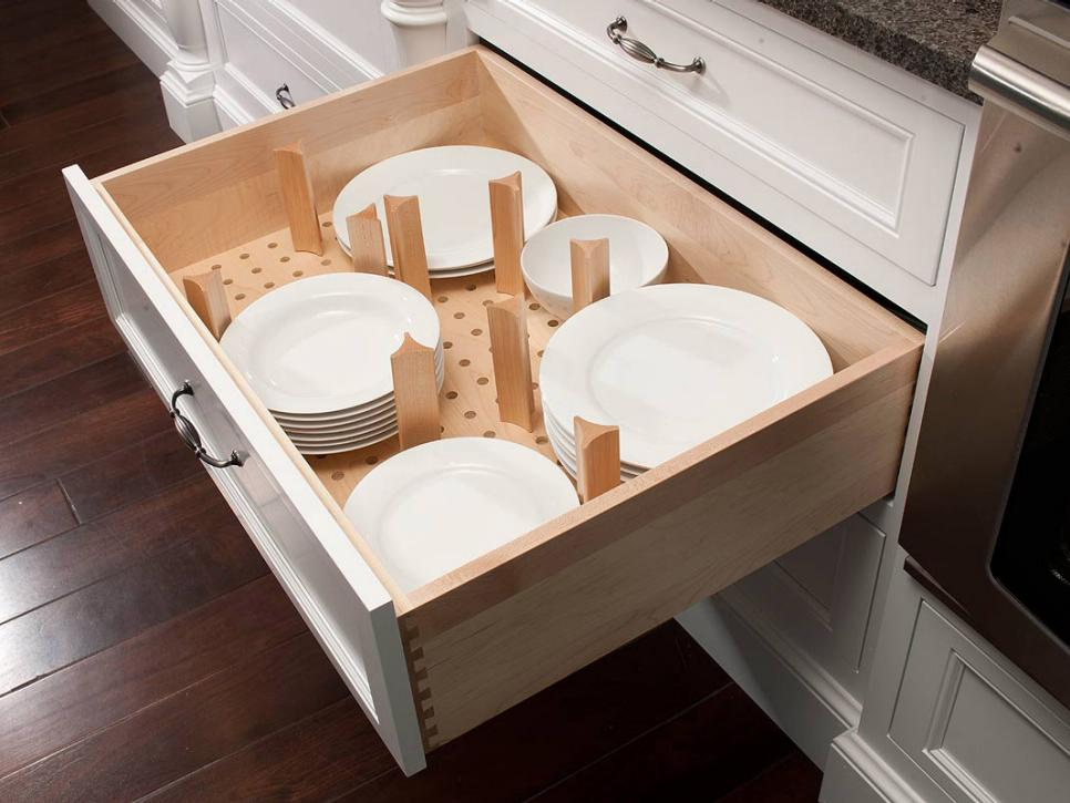 Plate storage drawer in kitchen