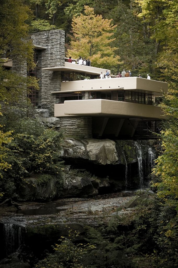 Franks Lloyd Wright's Fallingwater in full height