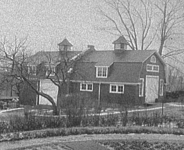 Carriage house in New York City in 1990 that resembles the look and size of a barn