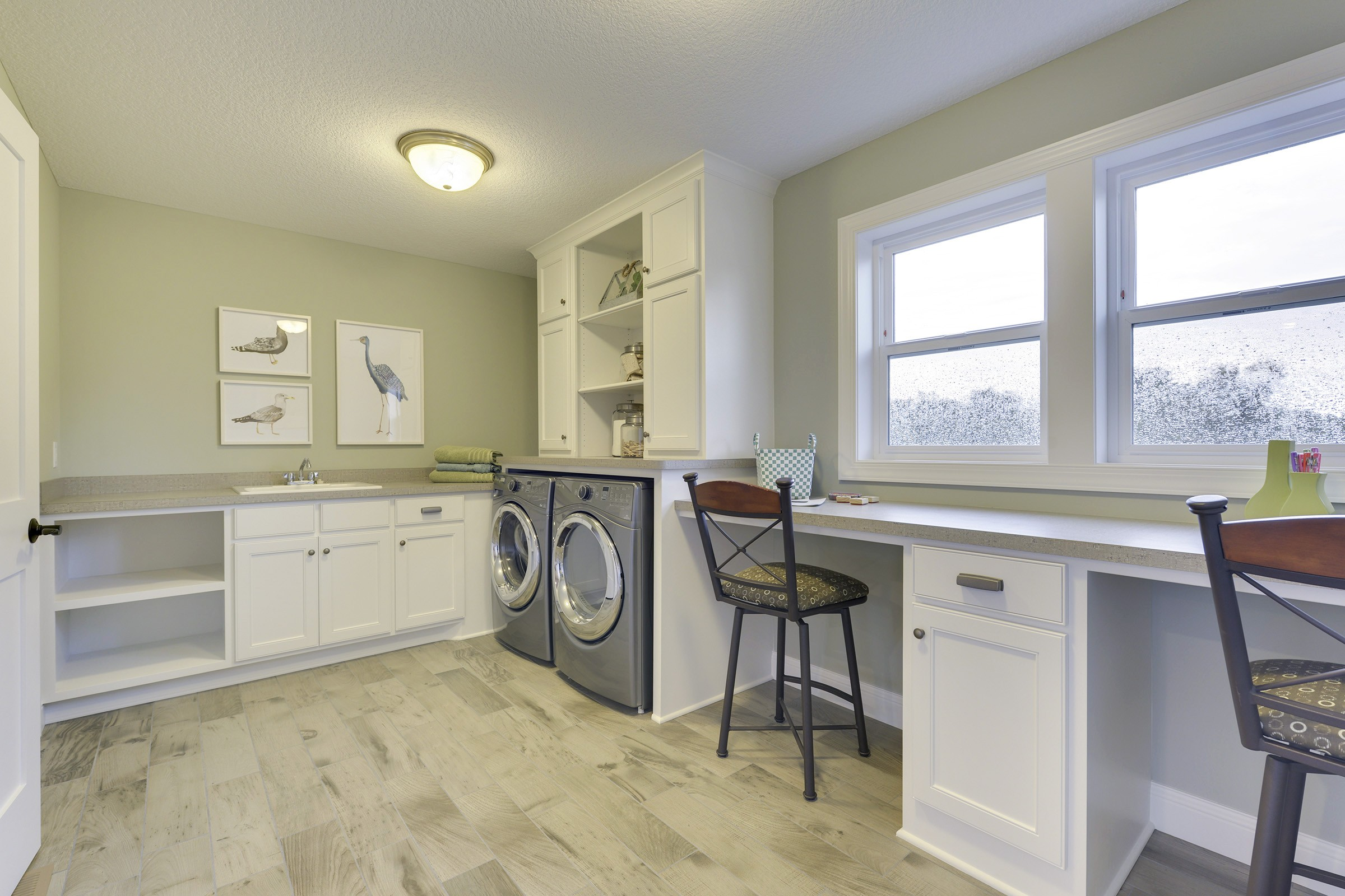 Optimized laundry room for multi-purpose use