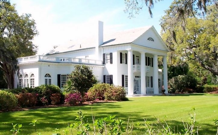 Orton Plantation in North Carolina, a Southern Colonial style home