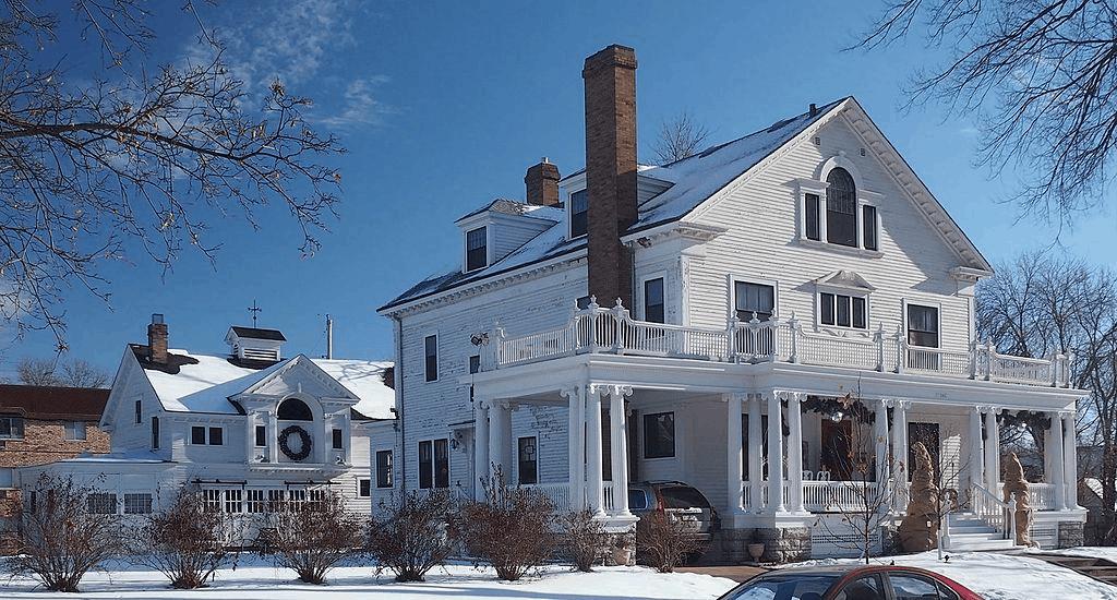 Gluek House in Minneapolis, Minnesota, with carriage house behind it