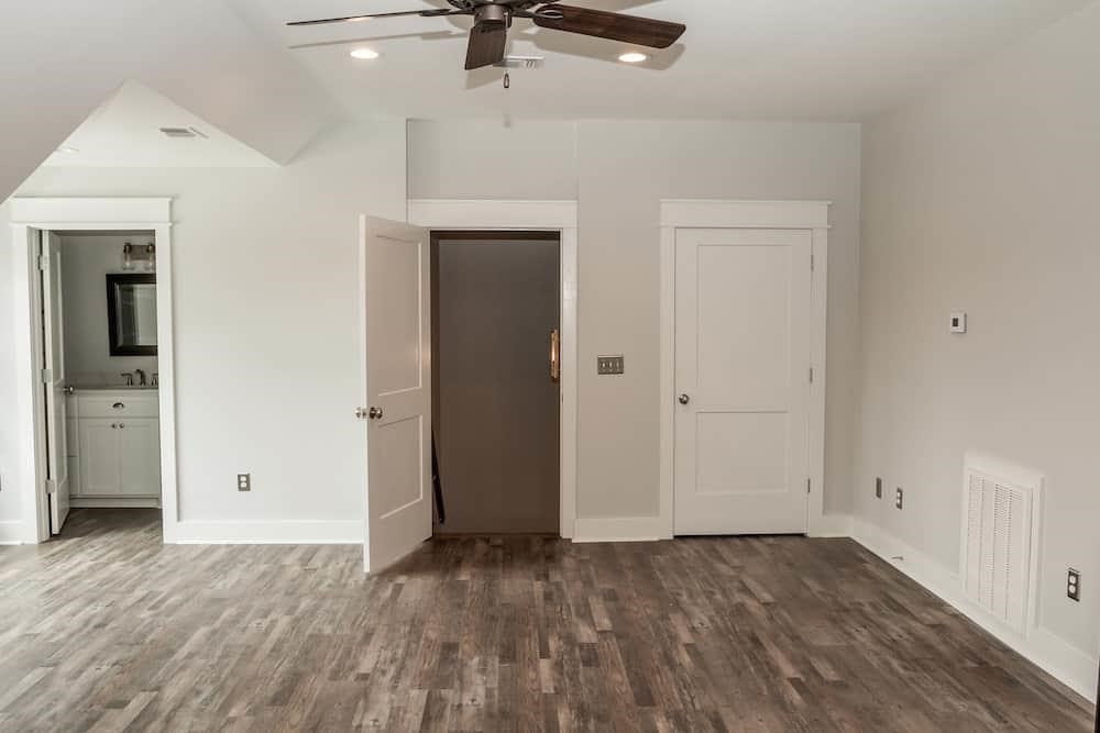 Wood floor in large family room that uses mixed-width floorboards