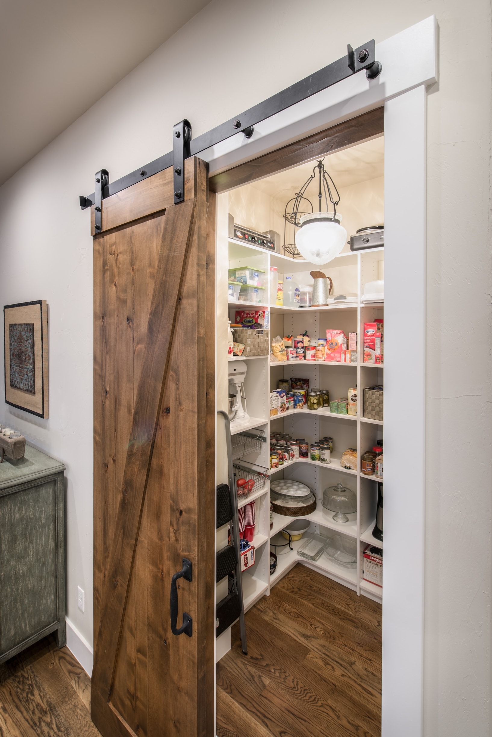 Country kitchen designs that add charm to your home for House plans with walk in pantry
