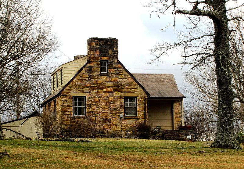 Cumberland style stone house in Tennessee