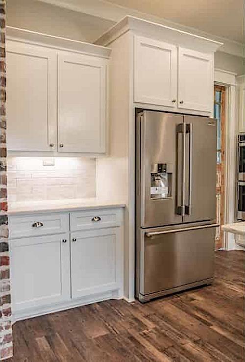 Wood floor in kitchen that uses mixed-width floorboards