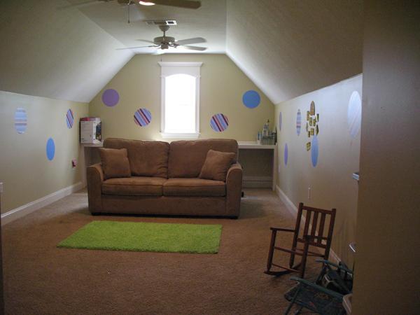 Bonus room with knee walls. (Plan #141-1239)