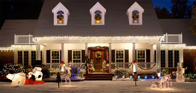 Great ideas for decorating your home this christmas Pictures of houses decorated for christmas outside