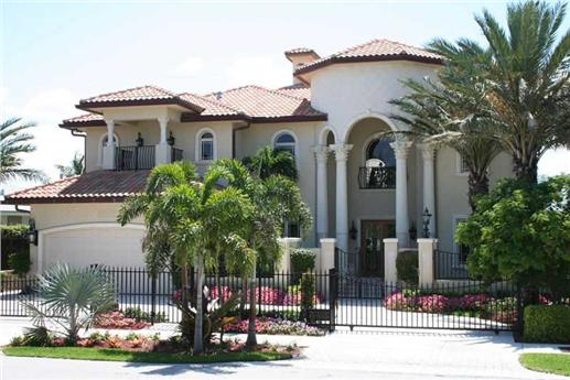 Mediterranean mansion with courtyard entry - popular in California and Florida