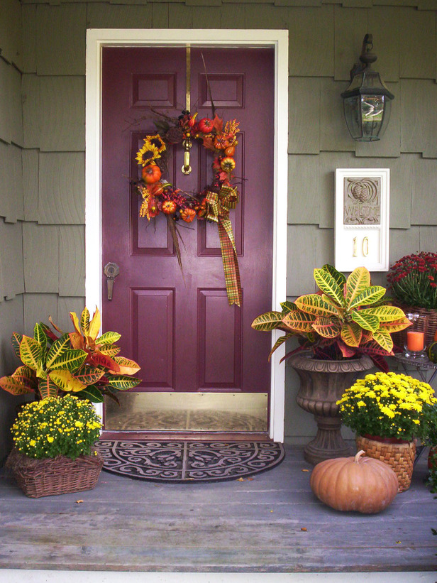 This front door is all set for Thanksgiving guests to arrive.