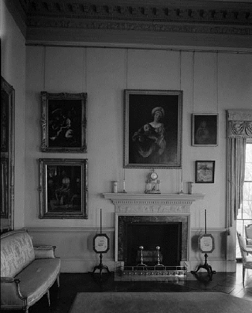Monticello's main drawing room - view of the south wall