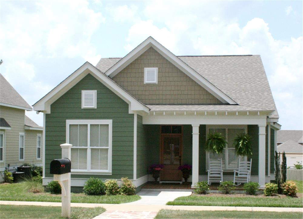 Color photo of front of House Plan #142-1060