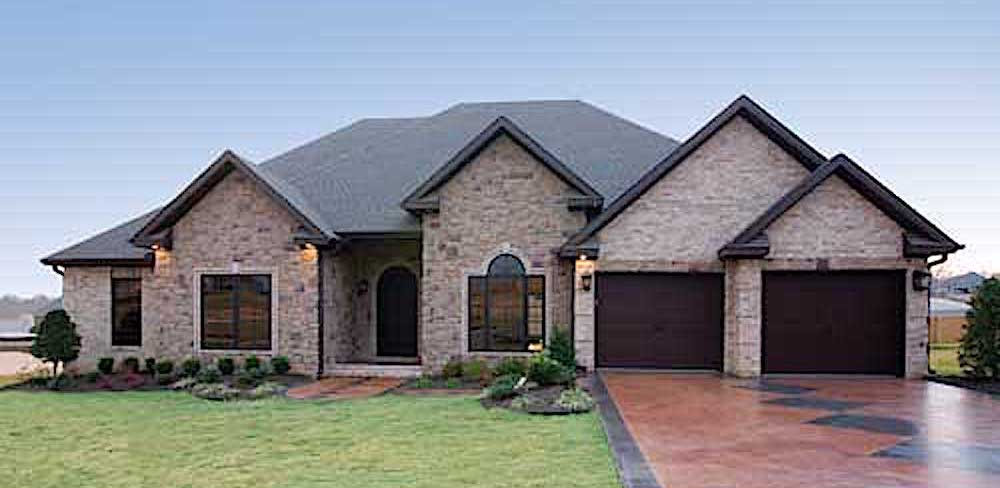 4-bedroom Ranch style home plan #153-1210 with hip/gable roof and brick exterior