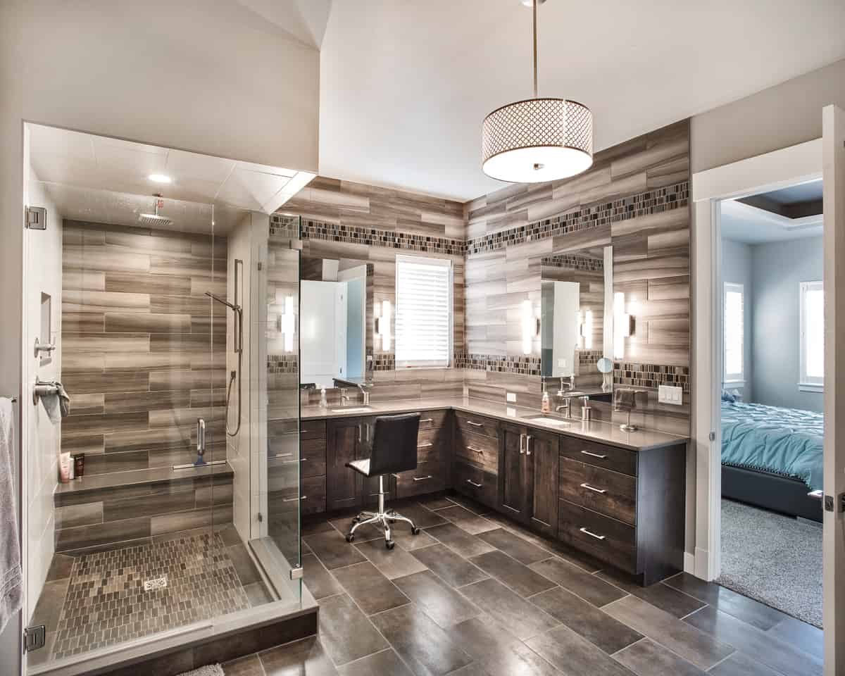 Beautiful modern bathroom with multiple light sources
