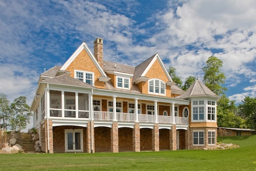 Rear view of 2-story, 4,580-sq.-ft., 5-bedroom, and 5-bath Shingle style home