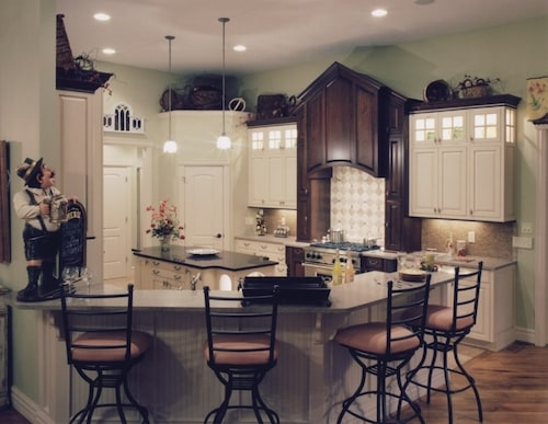 Peninsula eating bar in quaint kitchen of 3-bedroom, 2.5-bath Ranch style home plan #169-1016