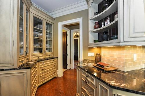 Butler's pantry in kitchen of house plan #198-1011