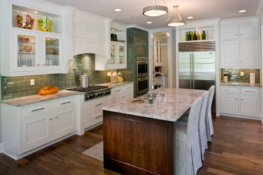 Modern kitchen with touches of color in the displays on the shelves and behind the glass doors