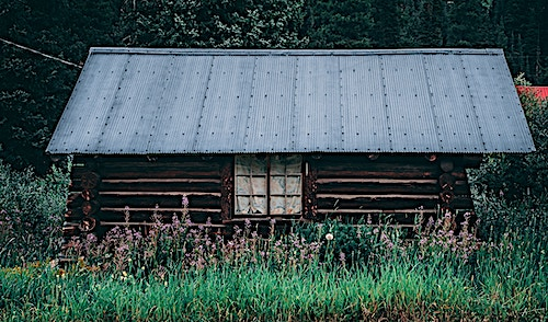 Log cabin similar to one-room types found in the frontier of the 1800s