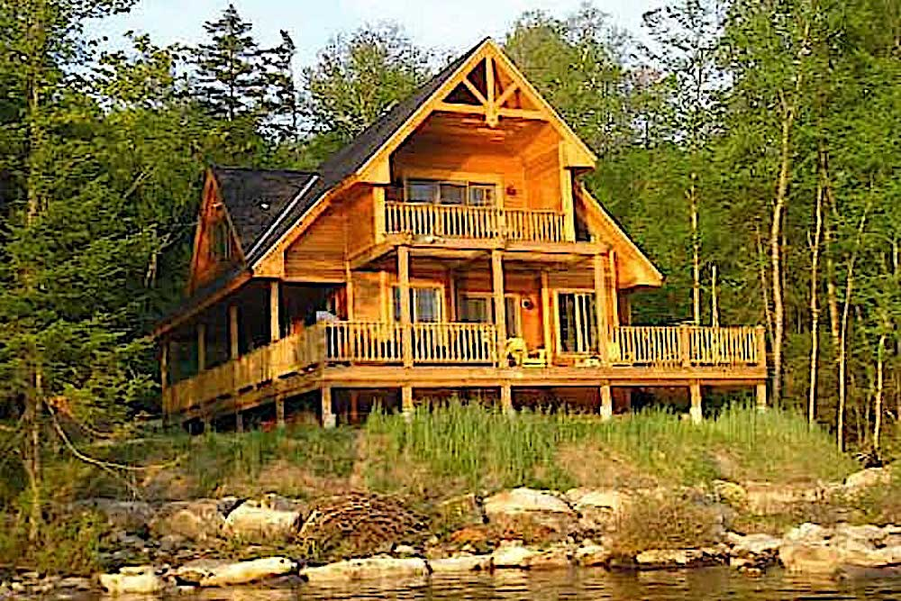Rustic cabin built on sloped lot in secluded lakeside spot