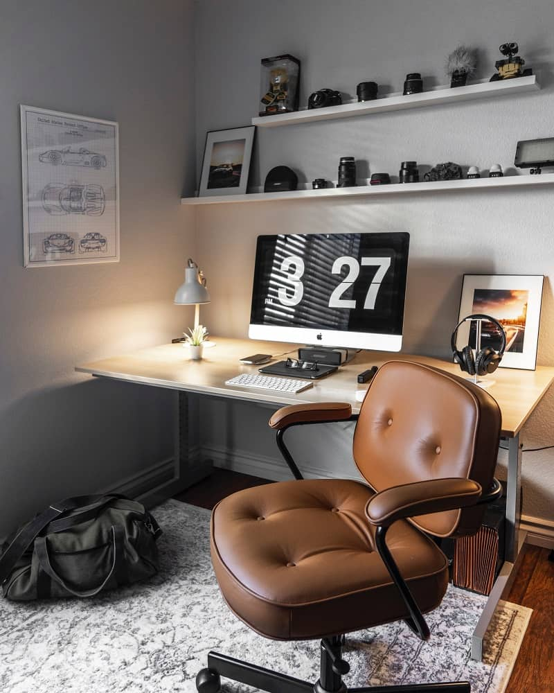 functional swivel chair makes this home office attractive and comfortable