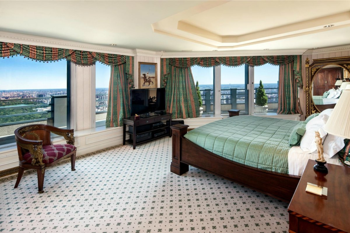 http://static.businessinsider.com/image/501687a9ecad04da4100000d-1200/the-master-bedroom-encompasses-an-entire-floor-of-the-penthouse.jpg